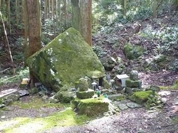 P1110413奥ノ院・観音岩.JPG