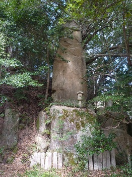 P1150215御勅願岩.JPG